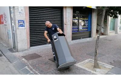 Installazione nuovi cestini stradali e sostituzione bidoni interni